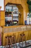 Изумительный винтажный бар с деревянными стульями Стоковые Фото