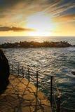 Изумительный заход солнца над взглядом Средиземного моря от известной деревни Manarola стоковая фотография rf