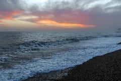 Изумительный заход солнца на набережной в пляже Брайтона, Брайтоне и Hove Стоковые Фото