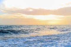 Изумительный заход солнца на набережной в пляже Брайтона, Брайтоне и Hove Стоковое Изображение RF