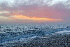 Изумительный заход солнца на набережной в пляже Брайтона, Брайтоне и Hove Стоковое Фото