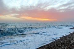 Изумительный заход солнца на набережной в пляже Брайтона, Брайтоне и Hove Стоковые Изображения RF
