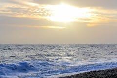 Изумительный заход солнца на набережной в пляже Брайтона, Брайтоне и Hove Стоковое фото RF