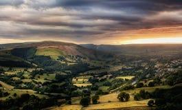 Изумительный заход солнца, пиковый национальный парк района, Дербишир, Англия, Великобритания, Европа стоковая фотография rf