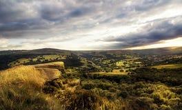 Изумительный заход солнца, пиковый национальный парк района, Дербишир, Англия, Великобритания, Европа стоковые изображения rf
