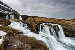 Изумительный исландский ландшафт вверху водопад Kirkjufellsfoss Стоковое Изображение