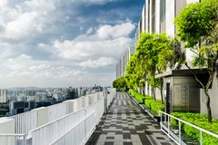 Изумительный сад крыши в Сингапуре Внешняя терраса с парком стоковая фотография rf