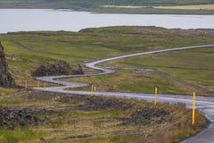 Изумительный сценарный ландшафт дороги горы снял на Исландии стоковые изображения rf