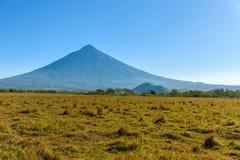 Изумительн Вулкан de Agua, взгляд от Антигуы, Гватемалы стоковые изображения rf