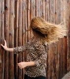 Изумительная девушка в волосах движения Стоковые Изображения