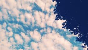 изумительное голубое небо Стоковые Изображения