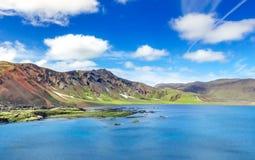 Изумительное озеро кратера Ljotipollur в Исландии Стоковое Изображение
