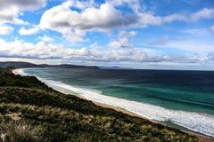 Изумительное побережье с красивым небом Стоковая Фотография RF