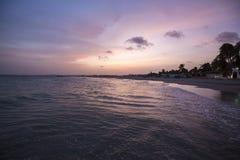 Изумительно красочный заход солнца пляжа моря, Маргарита, Венесуэла Стоковая Фотография