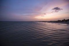 Изумительно красочный заход солнца пляжа моря, Маргарита, Венесуэла Стоковое Фото