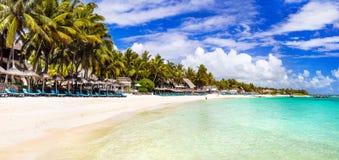 Изумительные длинные белые песчаные пляжи острова Маврикия Тропический h Стоковая Фотография RF