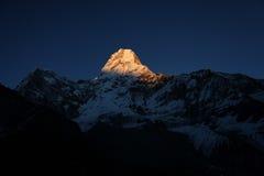 Изумительные света на пике Ama Dablam, Непале Стоковые Фотографии RF
