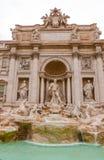 Изумительные статуи на фонтанах Trevi в Риме Стоковые Фото