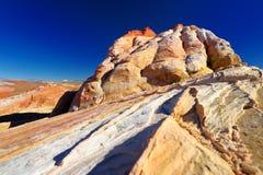Изумительные цвета и формы образований песчаника в долине парка штата огня Стоковые Фото