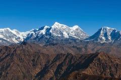 Изумительный ландшафт горы с темным коричневым цветом скалистым Стоковое Изображение RF