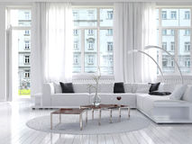 Изумительный белый интерьер живущей комнаты просторной квартиры Стоковое Фото