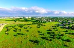 Изумительный взгляд глаза ` s птицы над сельскохозяйственным угодьем ранчо в стране Остине Техасе холма Техаса Стоковая Фотография RF