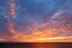 Изумительный заход солнца над Чёрным морем красивейшее cloudscape над морем Стоковая Фотография