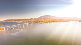 Изумительный заход солнца от пляжа в Тасмании, Австралии Стоковые Изображения RF