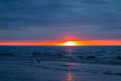 Изумительный заход солнца пляжа, Балтийское море Стоковые Изображения
