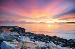 Изумительный красочный заход солнца в Борнео Стоковые Фото