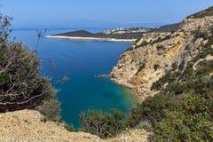 Изумительный малый пляж с открытыми морями в острове Thassos, Греция Стоковые Фото