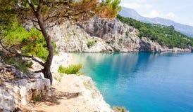 Изумительный пляж на Makarska Ривьере, Далмации, Хорватии стоковое фото rf