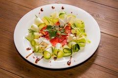 Изумительный vegetable салат с козий сыром и петрушкой Стоковая Фотография RF