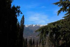 Изумляя взгляды гор и неба стоковые изображения rf