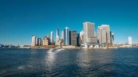 Изумляя взгляд горизонта Манхэттена городской от Гудзона стоковые фото