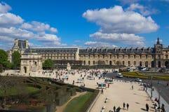 Изумляя взгляд квадрата из окна жалюзи Парижа Франции стоковая фотография rf