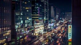 Изумляя взгляд ночи Кореи Сеула с зданием и движением Стоковое Фото