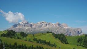 Изумляя ландшафт на доломитах, Италия timelapse 4k на группе Sella во время лета акции видеоматериалы