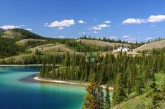 изумрудная территория yukon озера стоковое изображение