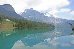 Изумрудное озеро. стоковая фотография