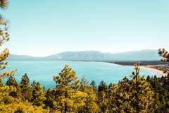 Изумрудные залив и Лаке Таюое стоковое фото rf