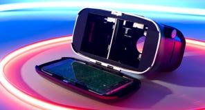 Изумлённые взгляды виртуальной реальности vr Smartphone Стоковые Фотографии RF