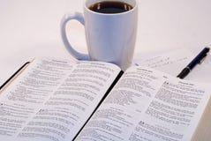 Изучение библии стоковое фото