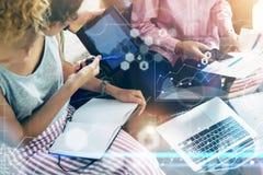 Изучение рынка интерфейса диаграммы значка глобального соединения крупного плана виртуальное Встреча метода мозгового штурма кома Стоковая Фотография RF
