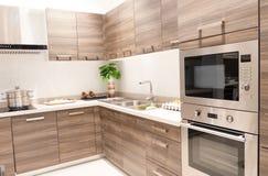 Изысканные новые характеристики кухни нутряная кухня самомоднейшая стоковое фото rf