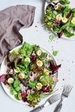 Изысканный салат с морепродуктами, яичко триперсток и зеленый салат листают Стоковое Изображение RF