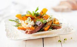 Изысканный салат тыквы с зажаренным в духовке Хоккаидо Стоковые Изображения RF
