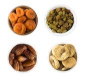 Изюминки, даты, высушенный абрикос, смоквы изолированные на белой предпосылке Взгляд сверху Стоковое Фото