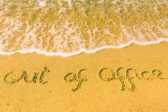 Из офиса написанного на песке стоковая фотография rf