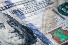 100 из долларов США на старой деревянной предпосылке Деньги, состав дела Стоковое Изображение RF